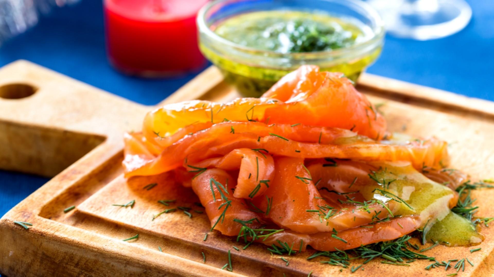 Marinovaný losos s koprovo-citronovým dresinkem