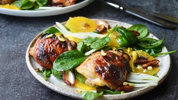 Grilované kuře spomerančovým salátem