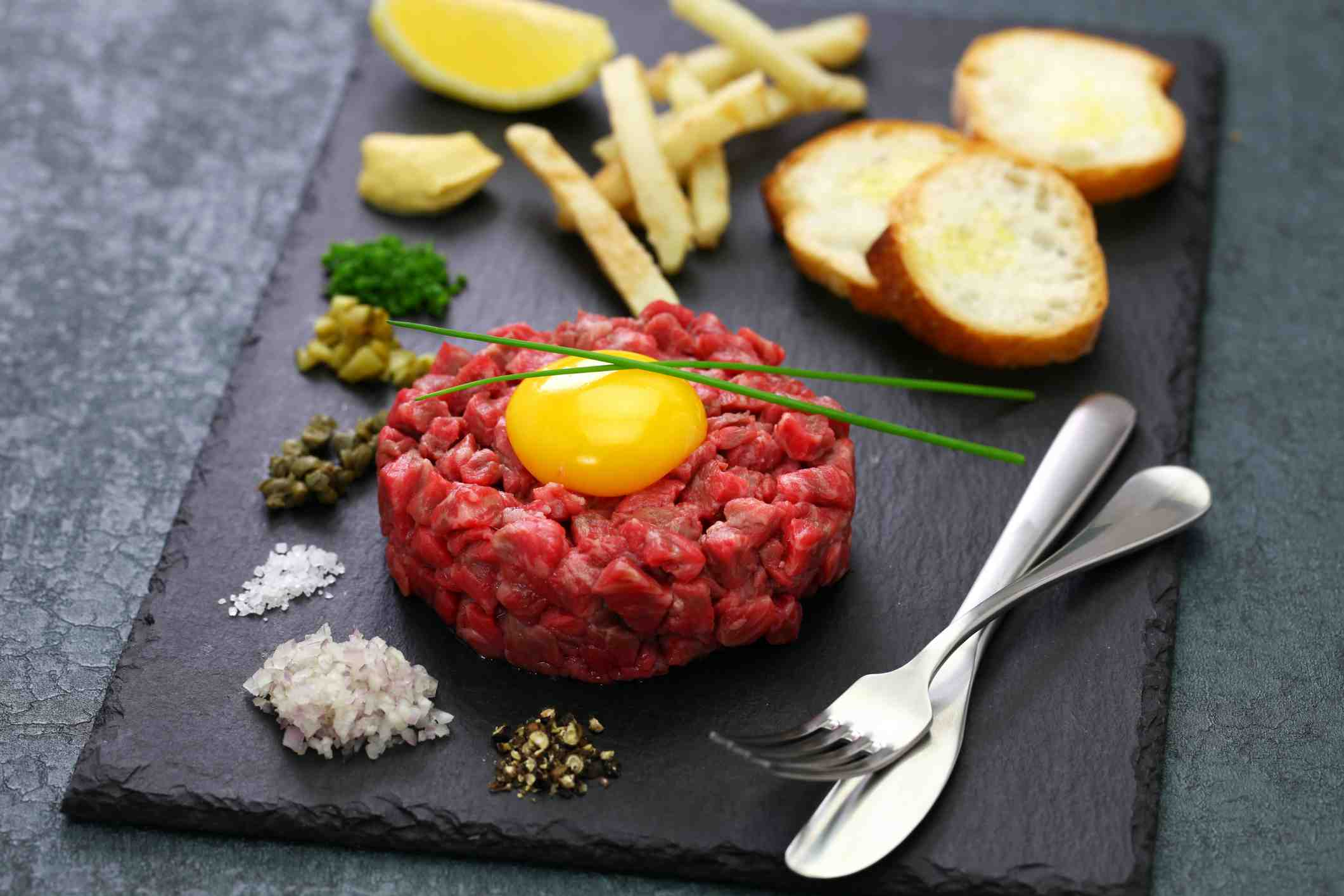 Hovězí tatarák s kapary - nejlepší recept, jak připravit tatarský biftek