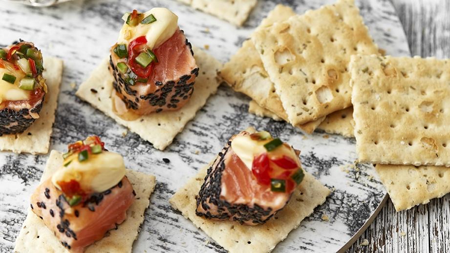 Pikantní kostky z opečeného lososa