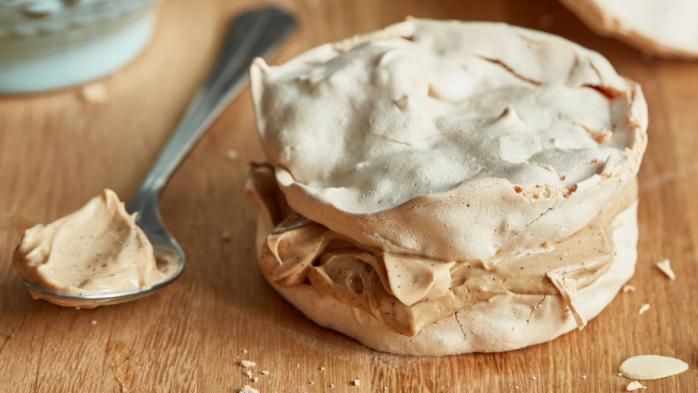 Bezlepkové sněhové dortíky s kávovým krémem