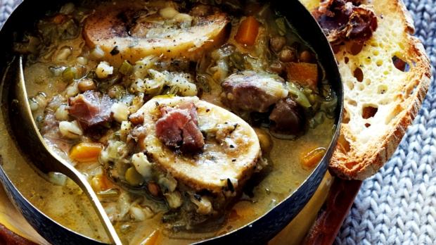 Polévka z morkových kostí s kroupami