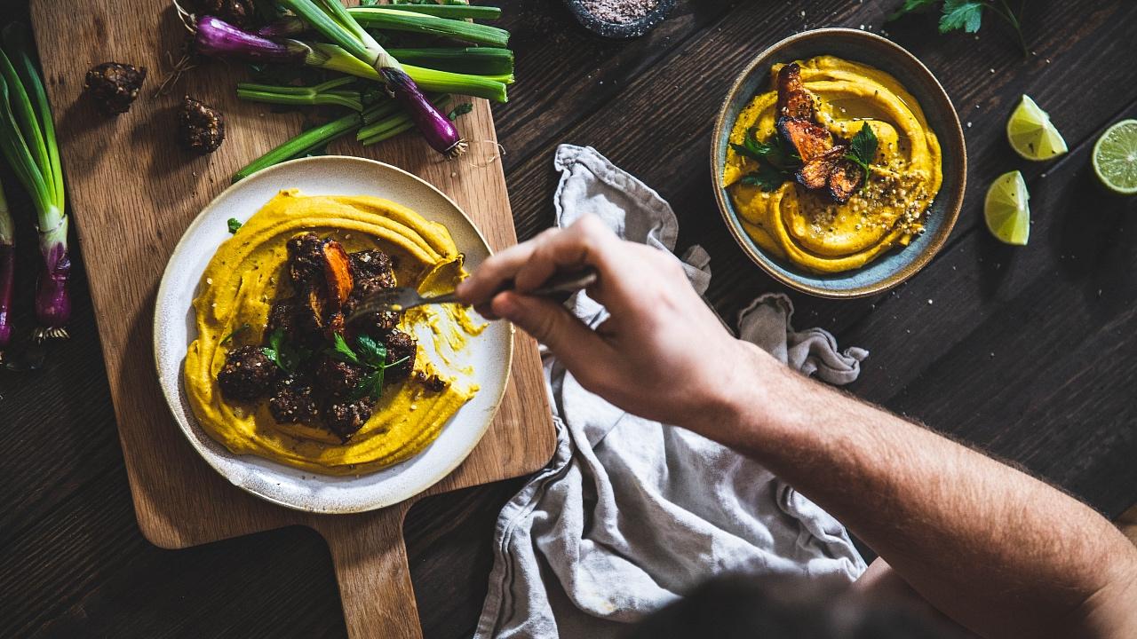 Hummus zkořenové zeleniny