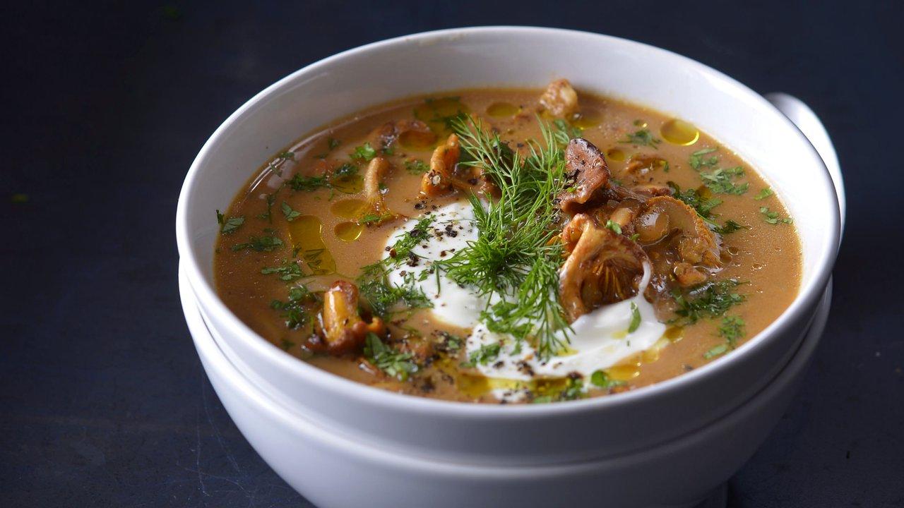 Maďarská houbová polévka sčerstvým koprem