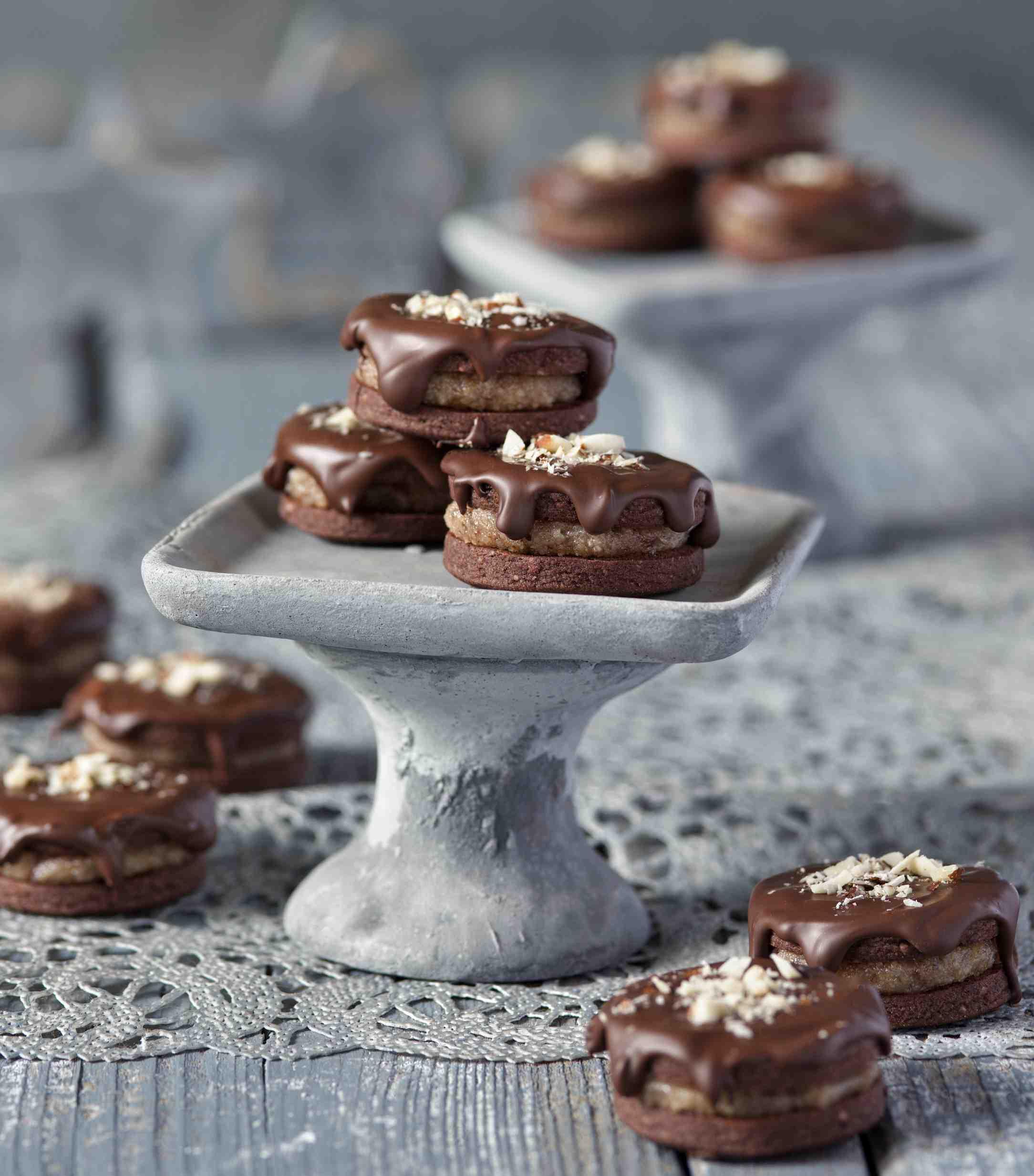 Išelské dortíčky vhořké čokoládě – nejlepší recept na oblíbené vánoční cukroví