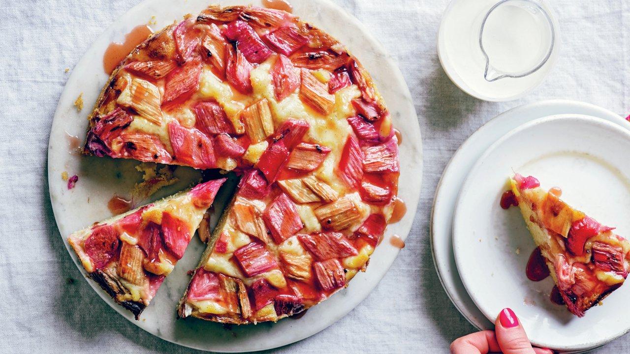 Rebarborový dort svanilkovým krémem