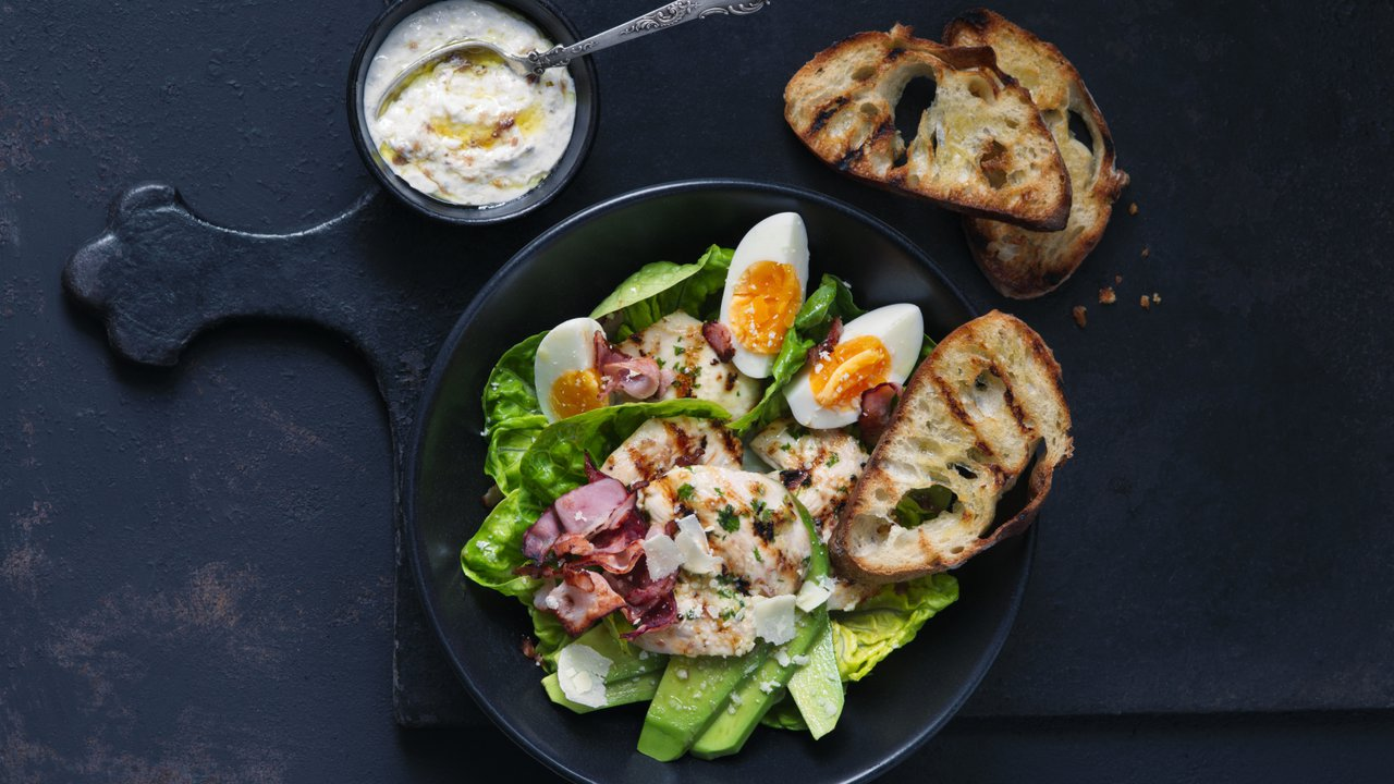 Salát Caesar s vejci aavokádem