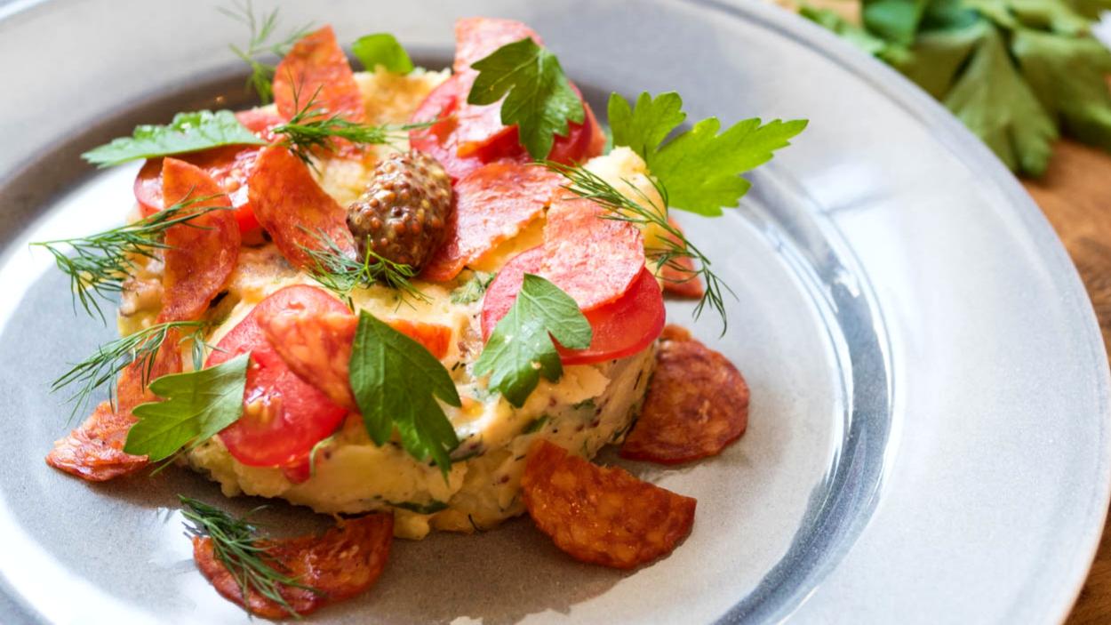 Bramborový salát s klobásou