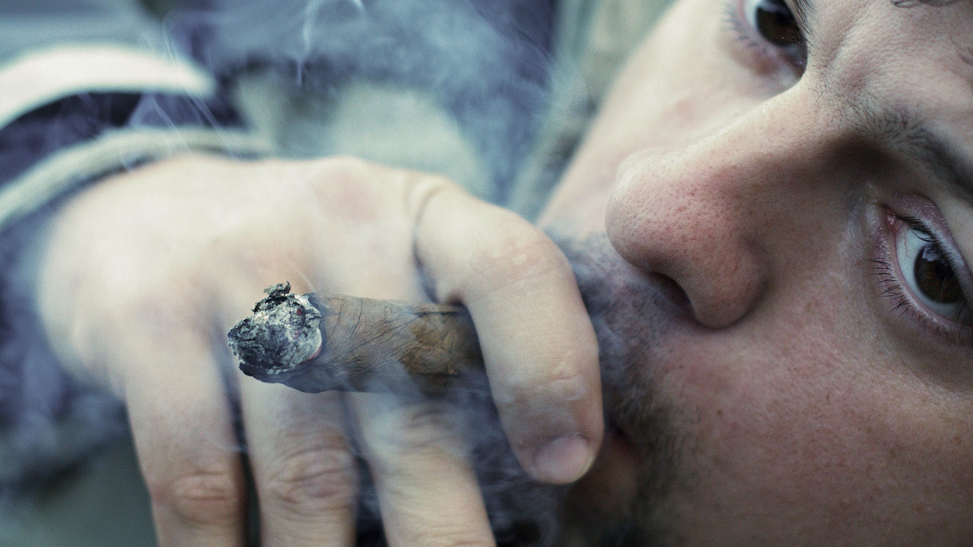 kouření hdroztomilá žena kočička