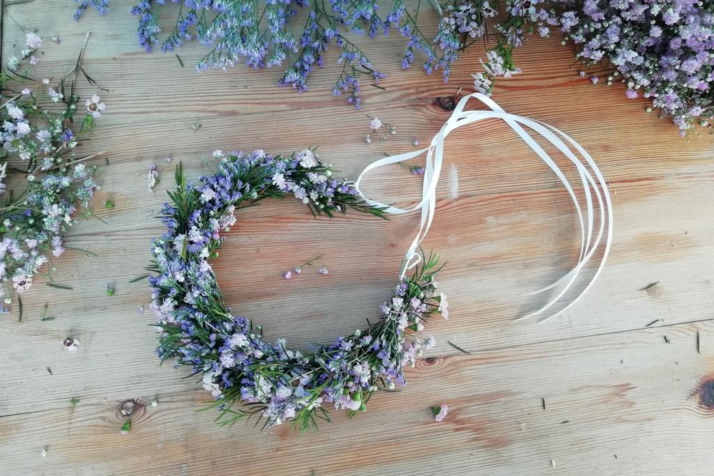 cb9ac71d05d Květinový věneček do vlasů  Paráda z živých květin