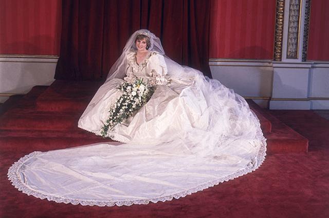Vedeli Jste Ze Princezna Diana Mela Svatebni Saty Hned Dvoje Top