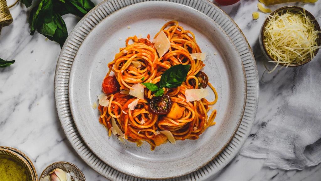Klasické těstoviny srajčatovou omáčkou – Pasta al pomodoro