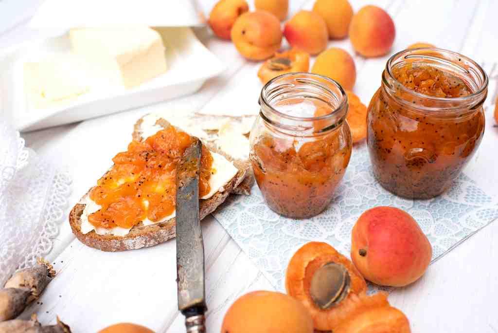 Meruňkovo–makový džem