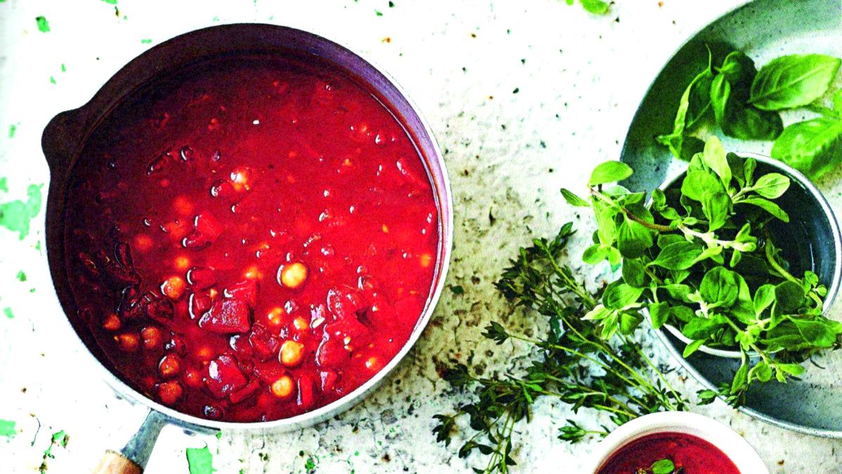 Polévka z pečené červené papriky scizrnou abylinkami
