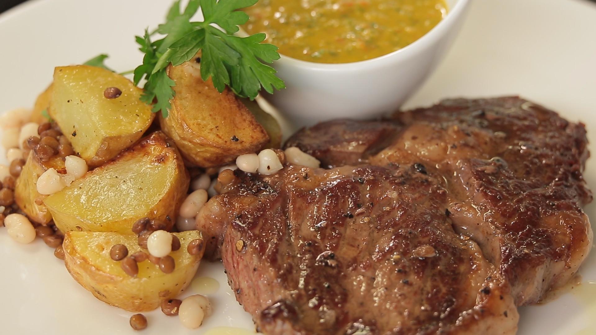 Ribeye steak s pikantní salsou