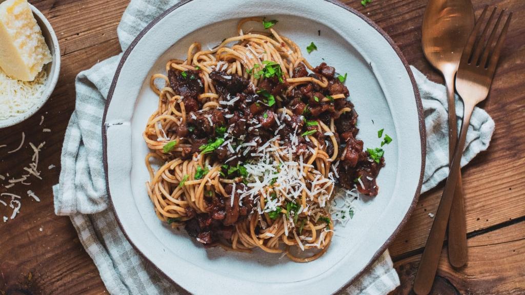 Špagety se zeleninovým ragú