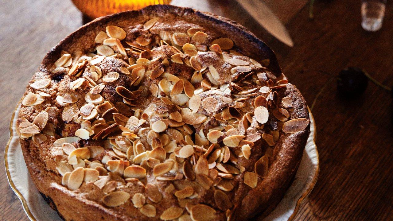 Třešňovo-mandlový koláč