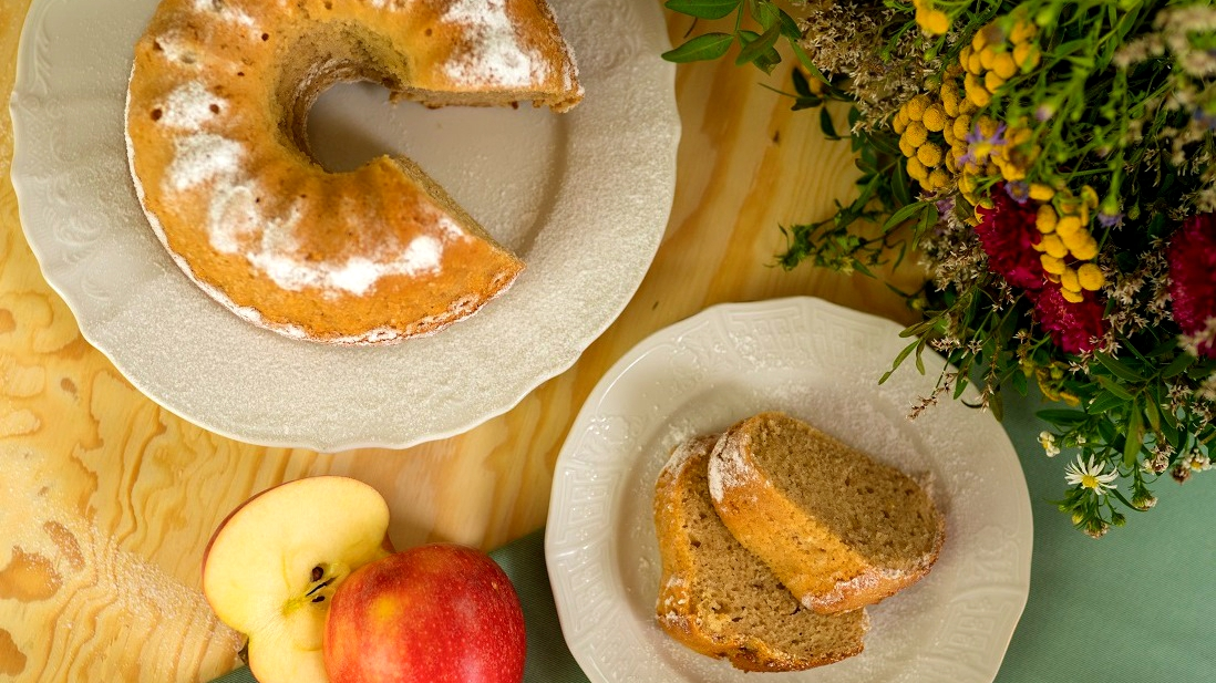 Bábovka s jablečným moštem