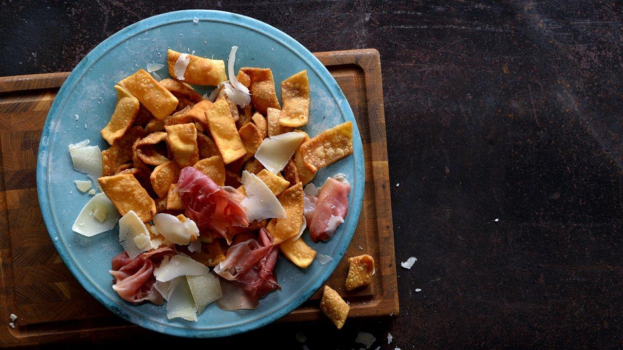 Pasta fritta – smažené křupky znudlového těsta