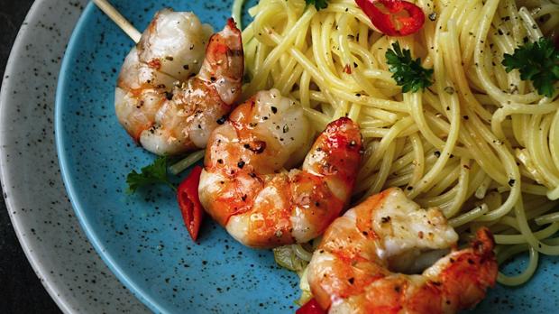 Grilované krevety se špagetami Aglio olio peperoncino
