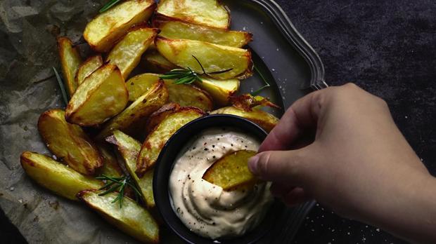 Pečené brambory s česnekovou majonézou