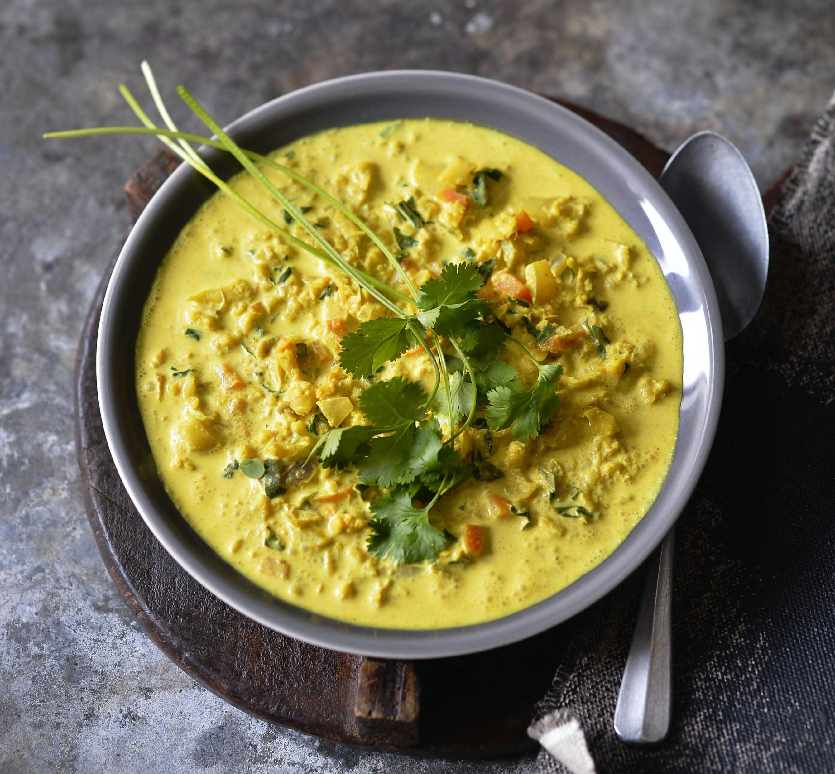 Kari polévka zpečeného květáku