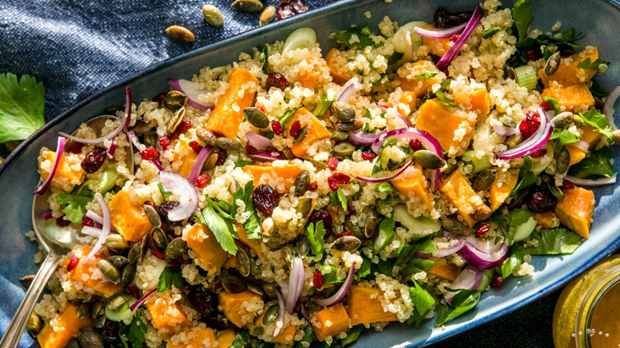 Quinoový salát s batáty