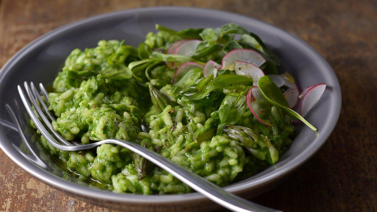 Zelené rizoto s chřestem, špenátem abylinkami