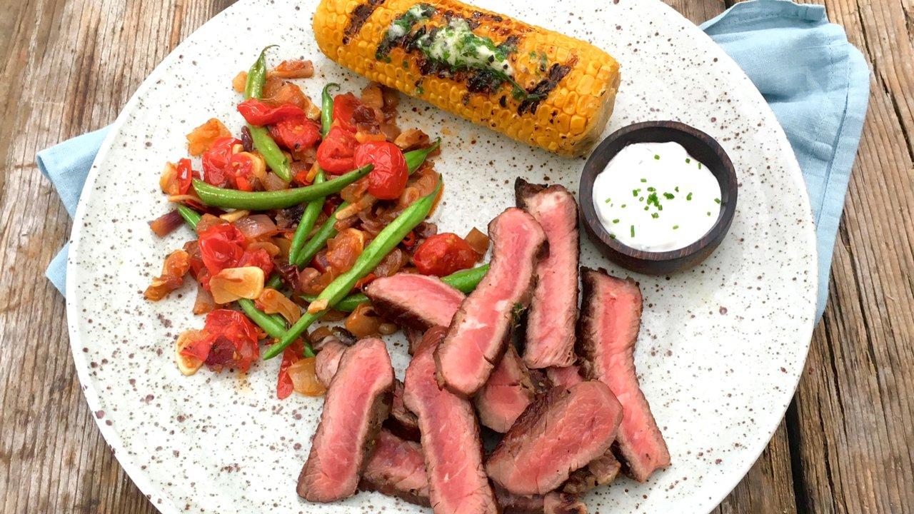Hovězí steak s dipem z pečeného česneku arestovanou zeleninou