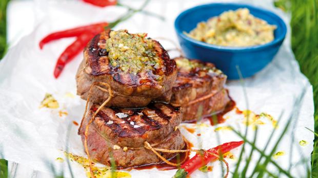 Biftek s bylinkovým máslem
