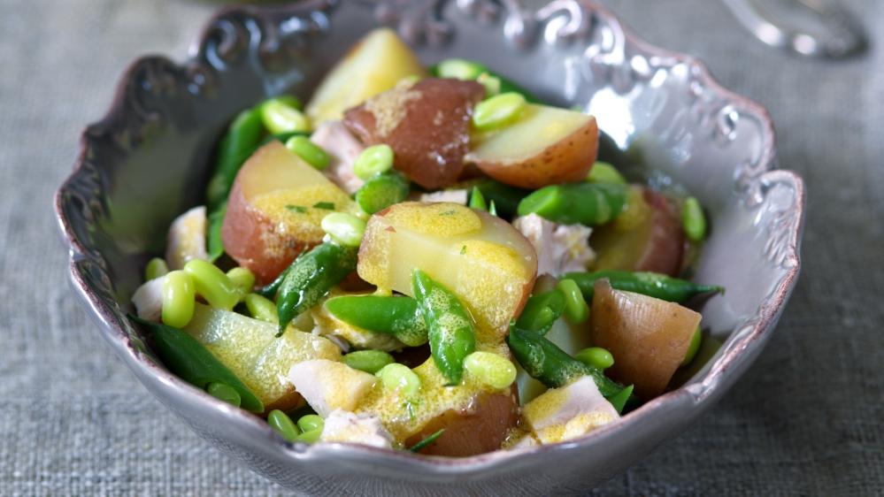 Francouzský bramborový salát skuřetem