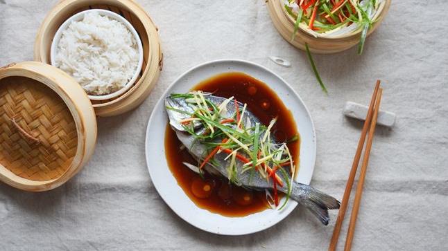 Ryba v páře po asijsku