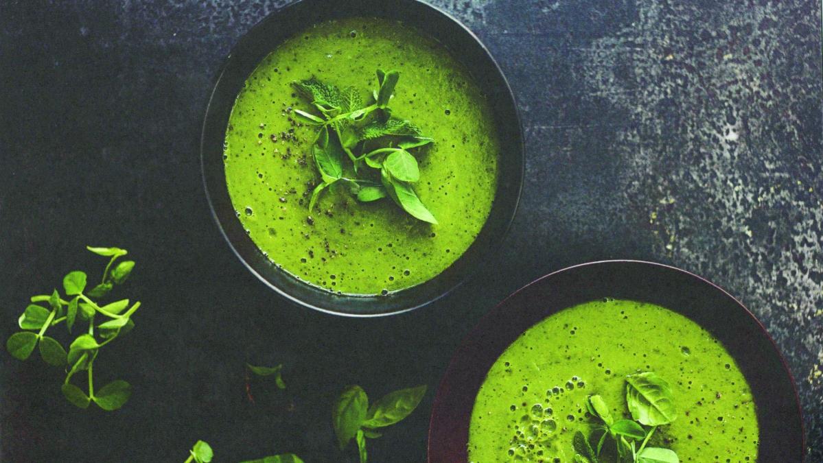Hrášková polévka s mátou a bazalkou