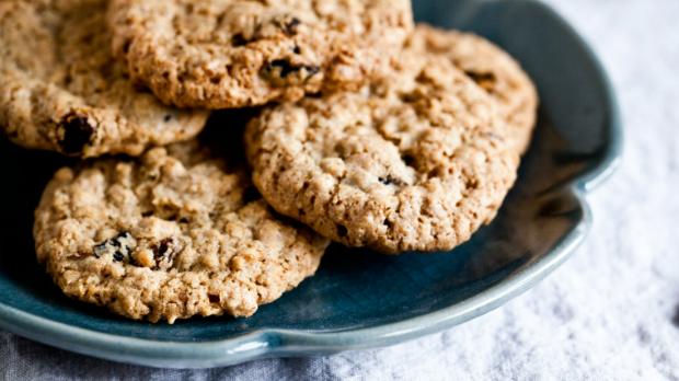 Kořeněné ovesné sušenky s rozinkami