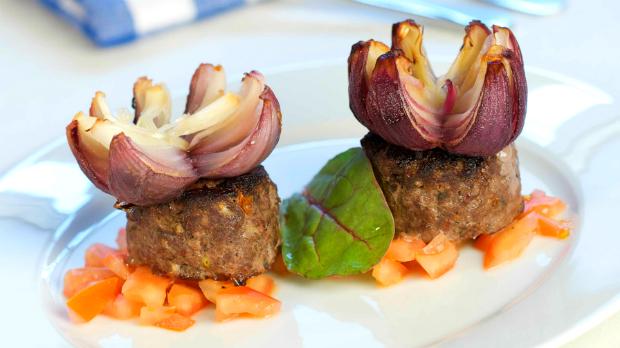 Řecké biftečky z mletého masa s cibulovými květy