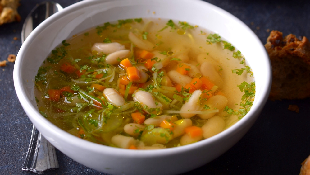 Svěží fazolová polévka scitronem