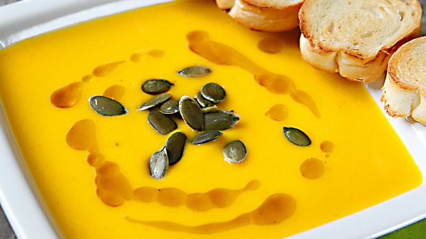 Dýňová polévka s pomerančovou šťávou