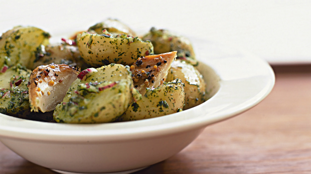Uzená makrela s teplým bramborovým salátem
