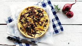 Slaný koláč s karamelizovanou cibulkou  Foto: