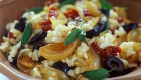 Rizoto se sušenými rajčaty a šalvějí Foto: Olivová kuchařka