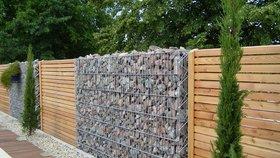 Drátěná kostrukce vyplněná kameny či dřevem se jmenuje gabion Foto: