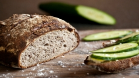 Bramborový kváskový chléb s ořechy  Foto: Kitchenette.cz