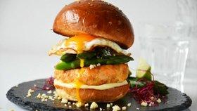 Lososový burger s chřestem Foto:
