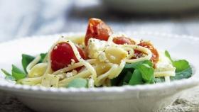 Špagety s rajčátky a fetou Foto: isifa.com