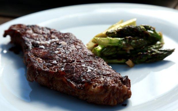 Steak s chřestovým salátem Foto: