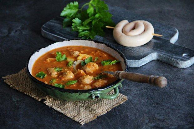 Kapustová polévka s knedlíčky z vinné klobásy 2 Foto: