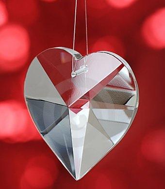 Bytové doplňky ve tvaru srdce pomáhají lásce a nemusí být vždy kýč. Foto: