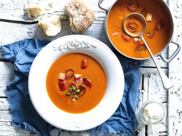 Rajčatová polévka s krabími tyčinkami  Foto: