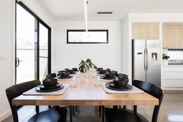 Co třeba černé nádobí nebo černé židle? Vypadá to dobře, ne? Foto: