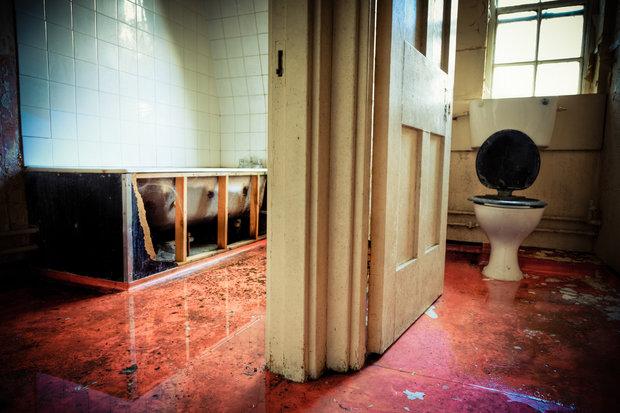 Podlaha je ještě špinavější, pokud máte propojenou koupelnu s toaletou Foto: